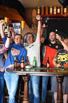 Supporteren voor de Rode Duivels in café 't Karrewiel Vogelwaarde: 'We juichen net zo hard'