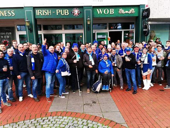 Supporters in Wolfsburg, de sfeer zit er al goed in