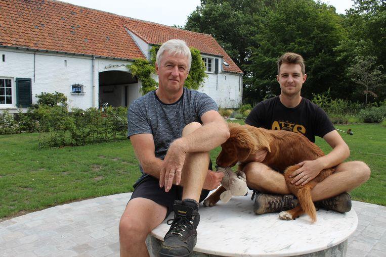 Luc De Backer en zoon Charles, op de Gooikenshoeve in Ertvelde.