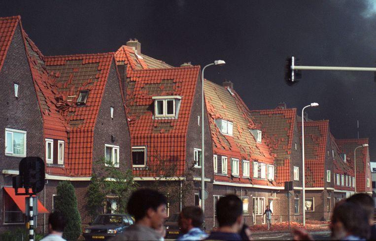 Zwaar beschadigde huizen aan de rand van het rampgebied. Beeld Frans Nikkels