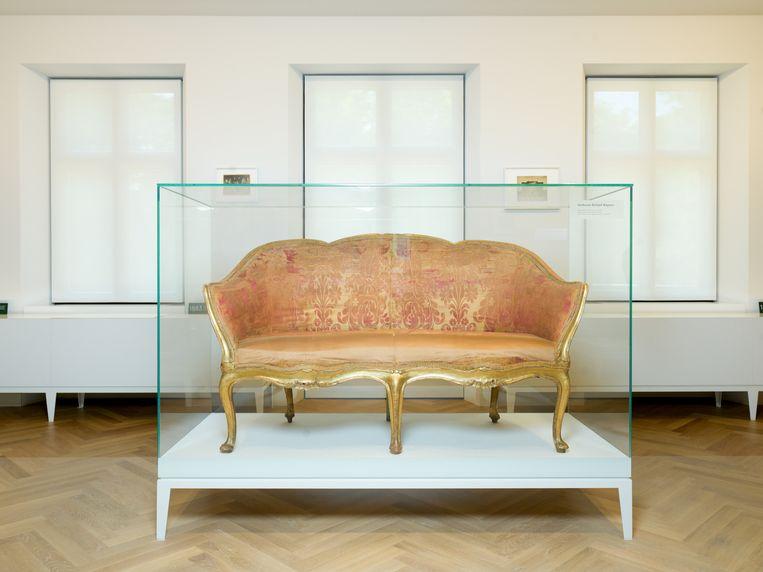 De sofa waarop Wagner is gestorven. Beeld Ivo van der Bent