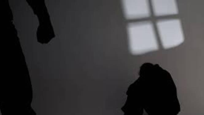Dochter (24) wordt opgesloten en gemuilkorfd door vader omdat ze met 'verkeerde vriendje' omgaat