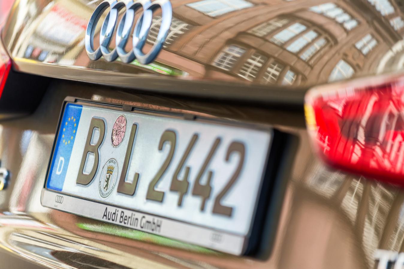Een Audi uit Berlijn, te herkennen aan de letter B.