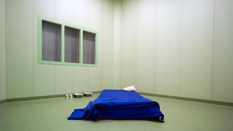 De patiënt werd deze zomer in psychotische toestand meer dan tien dagen tegen zijn zin gesepareerd en van de ene naar de andere separeerruimte verplaatst. Beeld null