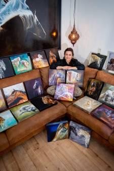 30 dagen later is Mirelle 30 schilderijen rijker: 'Nu ik er zo tussen zit, denk ik: zó, ik heb toch wel veel gedaan!'