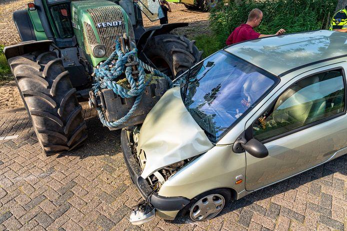 Automobiliste gewond na ongeval met trekker in Made.