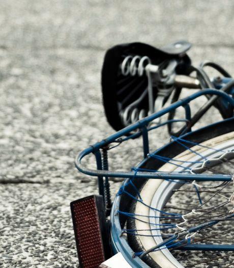 Moeder zoekt automobilist die zoon aanreed in Dordrecht
