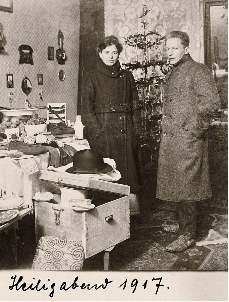 1917: Het is koud in huis door kolenschaarste in het laatste oorlogsjaar. Beeld Museum Charlottenburg-Wilmersdorf