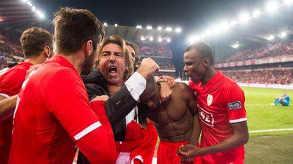 """""""Bij veel clubs zou men zeggen: 'die man moet verzorgd worden'. Maar Sá Pinto lijkt als twee druppels water op Standard"""""""