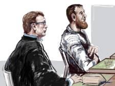 Tramschutter Gökmen Tanis spuugt naar rechters en vloekt hartgrondig, advocaat wil minder lange straf