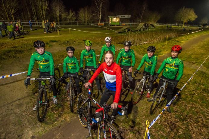Eibergen Puck Langenbarg nationaal kampioen veldrijden van wielervereniging De Stofwolk met enkele NK gangers
