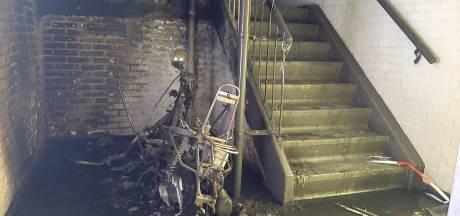 Ontsnapt door de kolkende rook bij flatbrand in Vaassen: 'Wij konden niets zien'