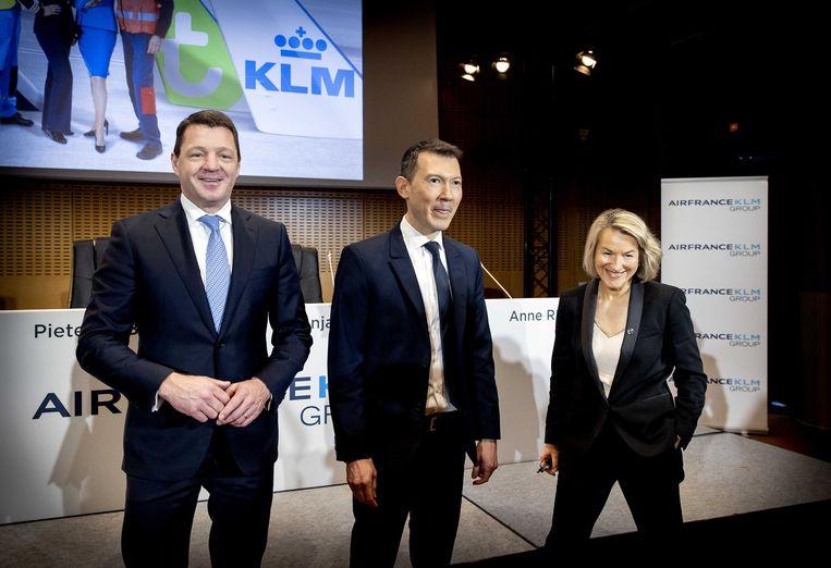 Van links naar rechts: Pieter Elbers (ceo KLM), Ben Smith (algemeen ceo) en Anne Rigail (ceo Air France) tijdens de bekendmaking van de jaarcijfers van Air France-KLM.  Beeld ANP