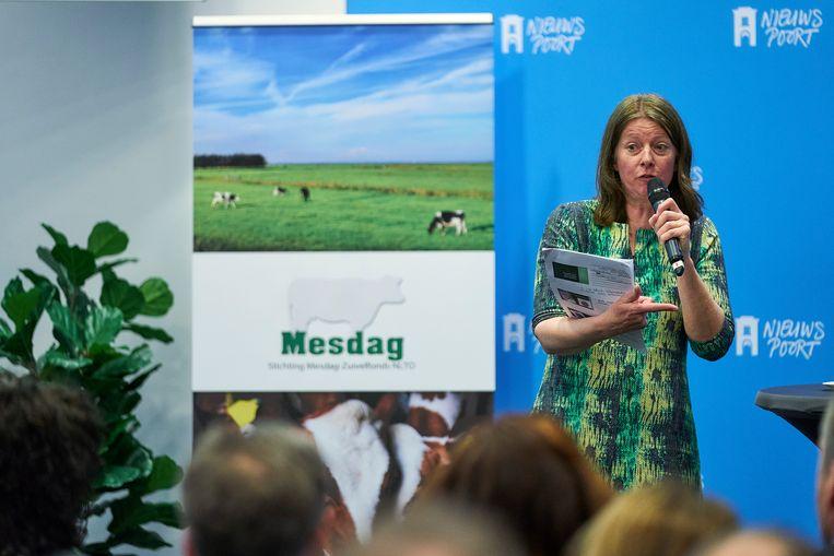 Vorig jaar presenteerde Agrifacts cijfers over de stikstofuitstoot in Nederland. Op de foto Geesje Rotgers, onderzoeker bij Agrifacts  en ook onderzoeksjournalist en communicatie-adviseur van de varkenshouders in Nederland.  Beeld Phil Nijhuis