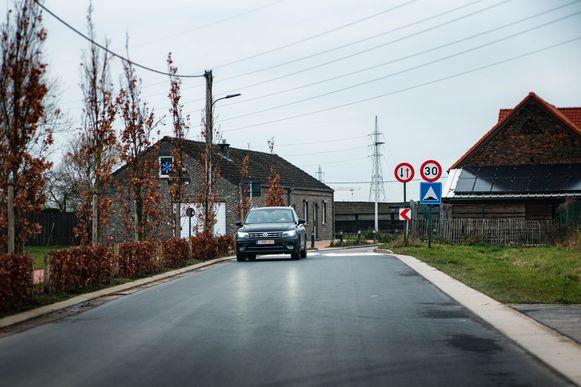 """Er rijden per werkdag zo'n 1.300 auto's door de Tuinlei. """"Minder dan verwacht"""", zegt burgemeester Rob Mennes (CD&V)."""