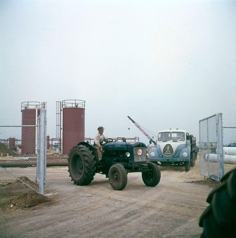 Aardgaswinning bij Slochteren in de provincie Groningen, Nederland, omstreeks 1964. Beeld Hollandse Hoogte/Spaarnestad Photo