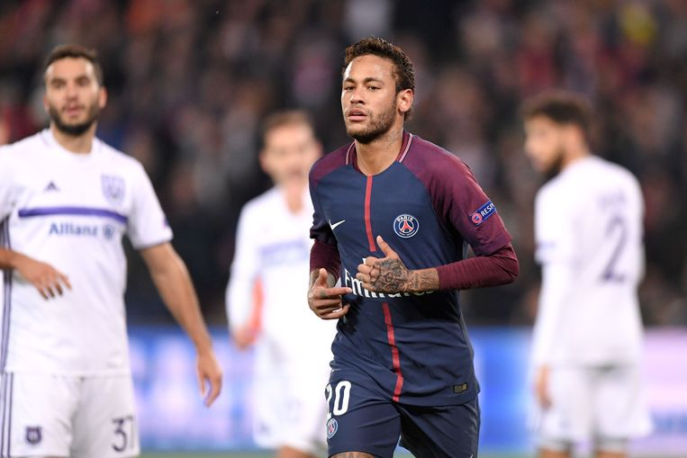 Neymar scoorde vlak voor de pauze de 2-0.