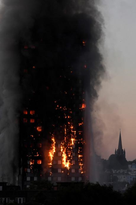 Onderzoek brandgevaar woontorens na horrorbrand Londen: drie flats in Apeldoorn met risico's