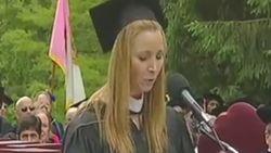 Bemoedigende speech van Lisa Kudrow over moeilijk leven van twintigers gaat plots viraal