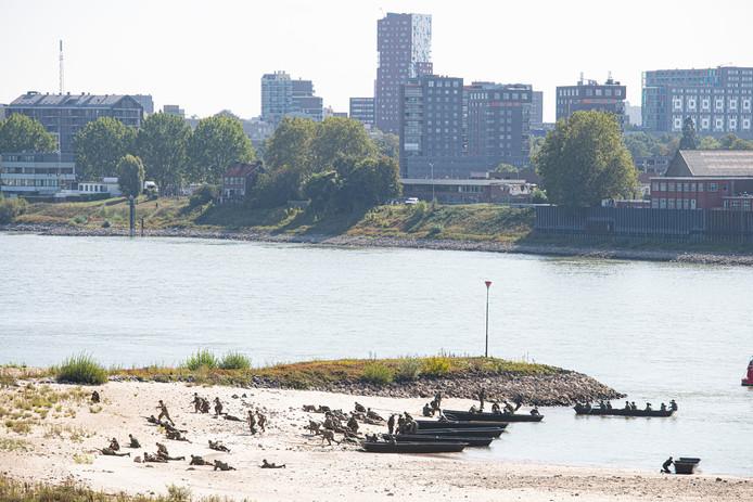 Waalcrossing bij stadsbrug De Oversteek, 75 jaar Market Garden.