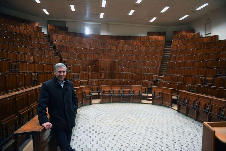 Schepen Carl Devlies (CD&V) in Auditorium Maisin dat wel behouden blijft op de Hertogensite.
