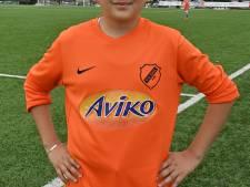 2000 kids strijden om cup tijdens tweedaags voetbaltoernooi: 'Wij kunnen wel tegen jongens op'