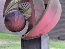 Kunstwerk De Beweging na tien jaar gemeentewerf terug op prominenten plek in Made