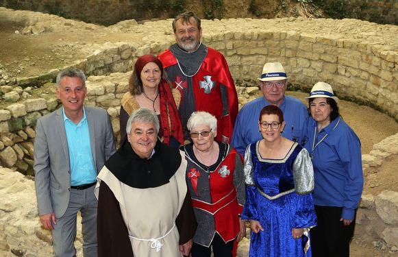 De organisatoren van de kermis in de archeologische site