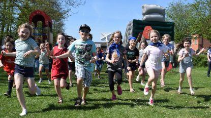 Kinderen genieten van zomerse Buitenspeeldag