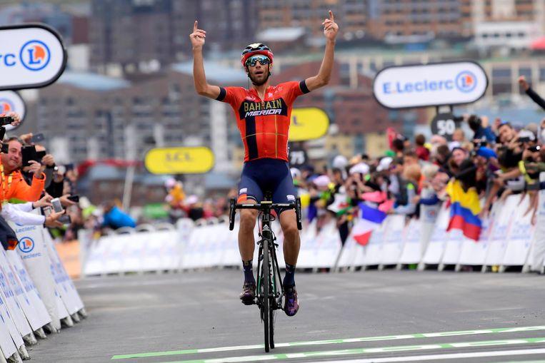 Vincenzo Nibali won de korte, voorlaatste rit.