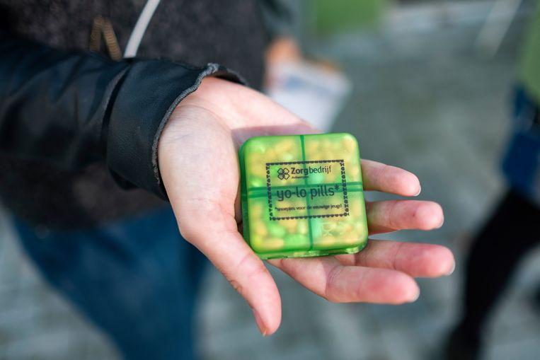 De YO-LO pills worden in kleine pillendoosjes verkocht aan 3 euro het stuk.
