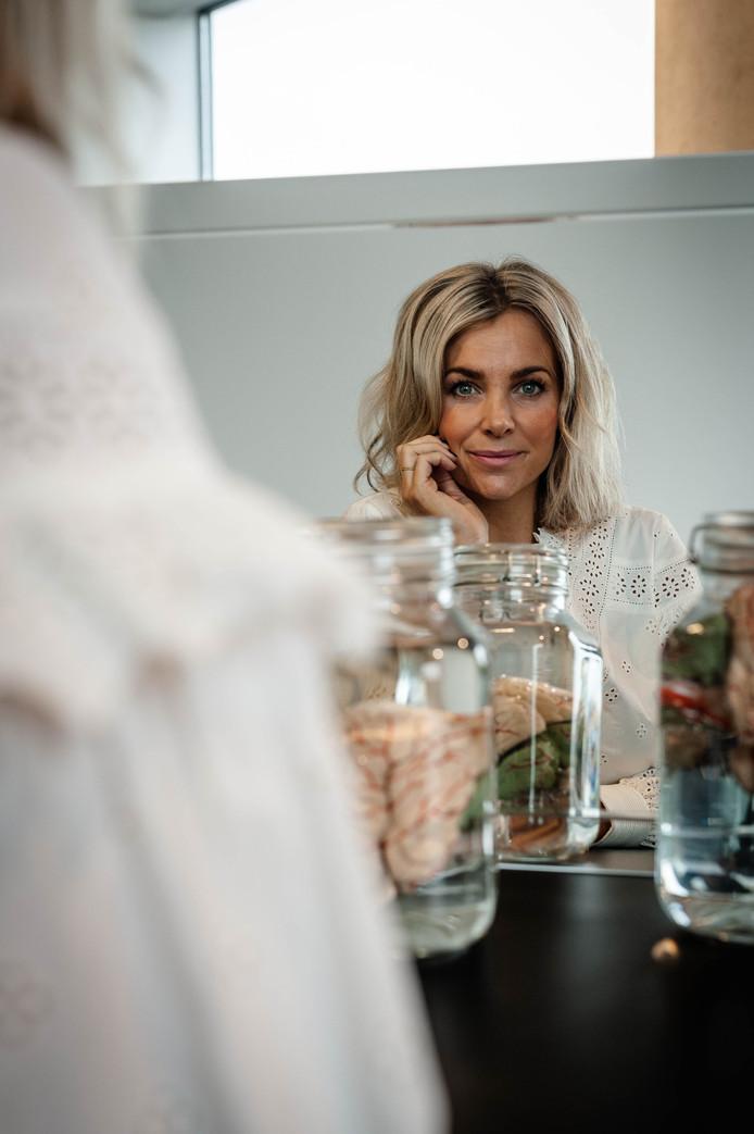 Ervaringsdeskundige Charlotte Labee voor in de Spiegel.