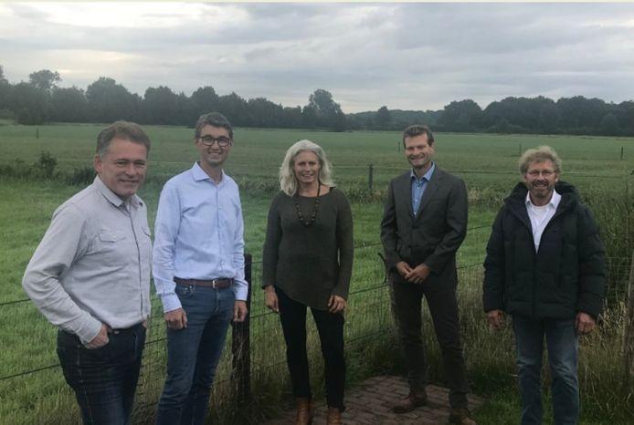 Norbert van Hengstum, Rolf Remorie, Marijke Roelofsen, Roelof Grijpstra en Ruud Kuis vormden samen de Werkgroep ZigD van bewoners van Diermen die tegen zonnevelden in hun achtertuin zijn, maar zochten naar een alternatieve locatie. Ze vonden de oplossing langs de A28.
