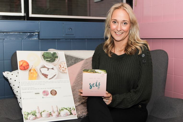 Isabelle Ulenaers (36) met haar eigen verzorgingsproducten.