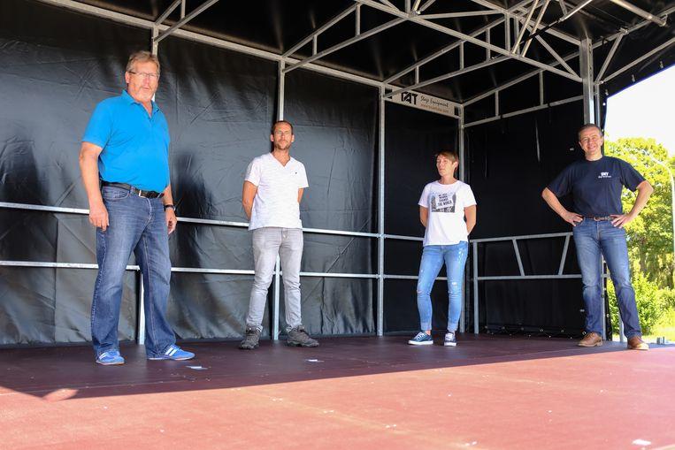 Schepen Ives Goudeseune, diensthoofd technische dienst Stijn Fertin, Iduna Van Wesemael en Steven Jonckheere van TAT.