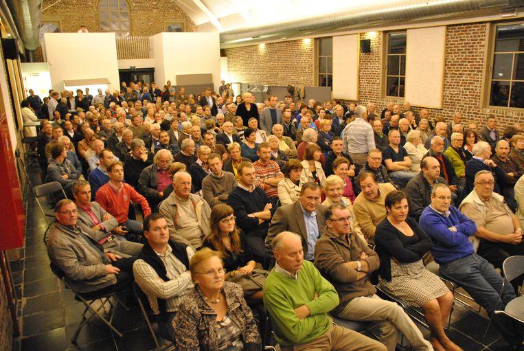Archiefbeeld van OC Den Aert in Wielsbeke tijdens een infovergadering over windmolens.