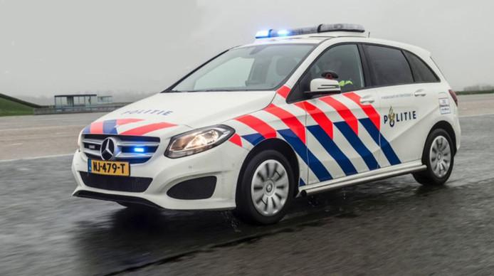 De Mercedes B-klasse volgt de Volkswagen Touran op als basispolitievoertuig.
