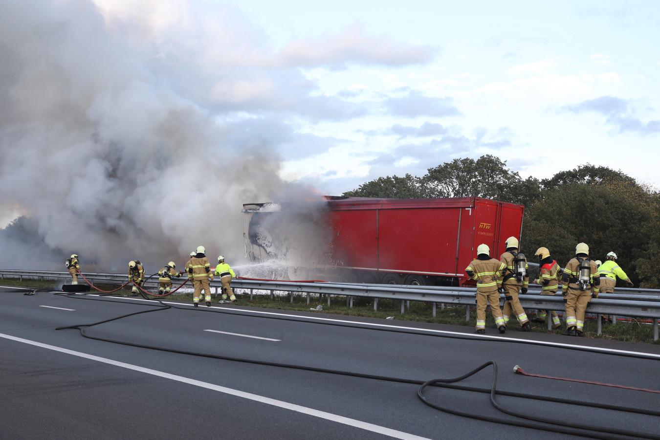 Brand na ongeluk op A50 bij Berghem