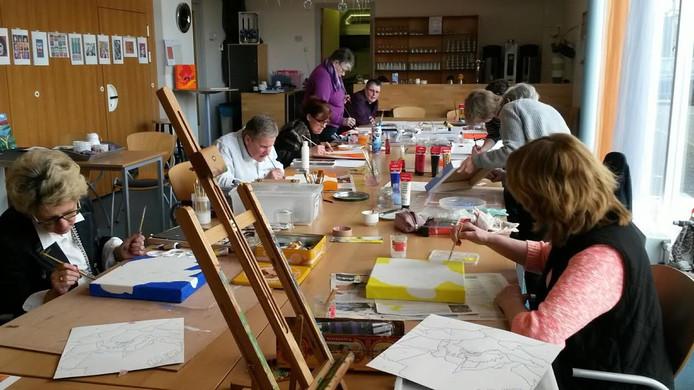 De expositie met werk van deelnemers aan de teken- en schildercursus is in het Hervormd Verenigingsgebouw.