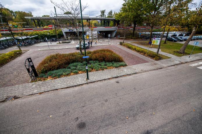 Het stationsplein in Geldrop wordt na de bouwvakvakantie heringericht.