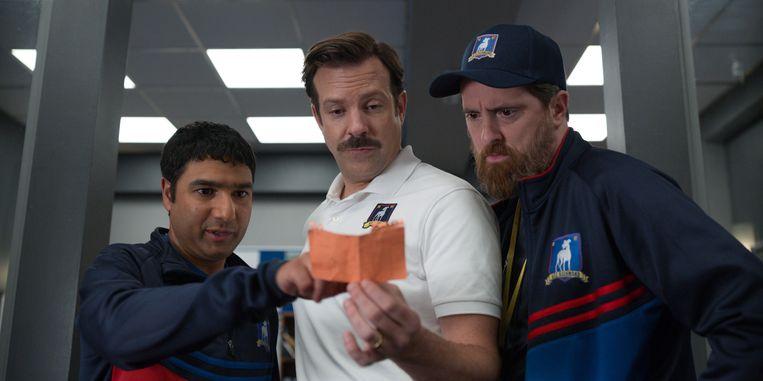 Jason Sudeikis (midden) als Ted Lasso. Beeld