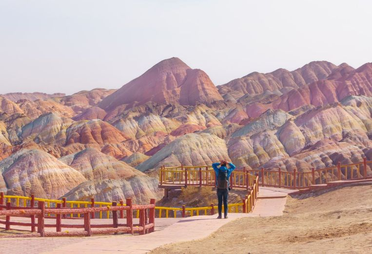 De 'regenboogbergen' in Zhangye, China, een van de bestemmingen van Jada Yuans wereldreis.