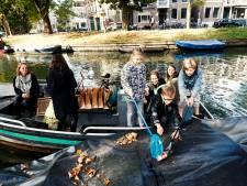 'Plasticvissers' schrikken van vele afval in Utrechtse grachten