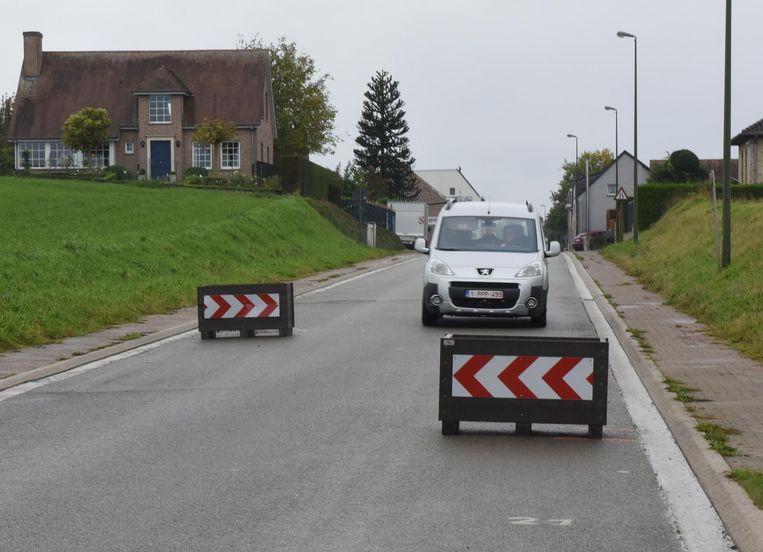 Eens de trajectcontrole actief is, kunnen de bloembakken in de Lenniksestraat verwijderd worden.