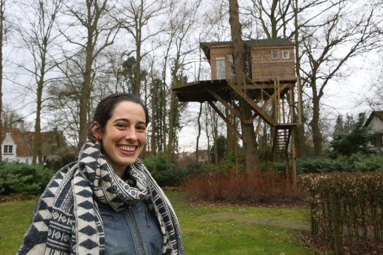 Sara Lambrechts bij haar eerste realisatie.