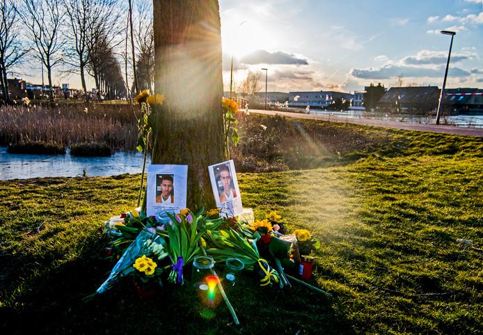 De plek waar Orlando Boldewijn werd gevonden in het water aan de Böttgerwater in Ypenburg. De donaties voor zijn uitvaart stroomden massaal binnen.