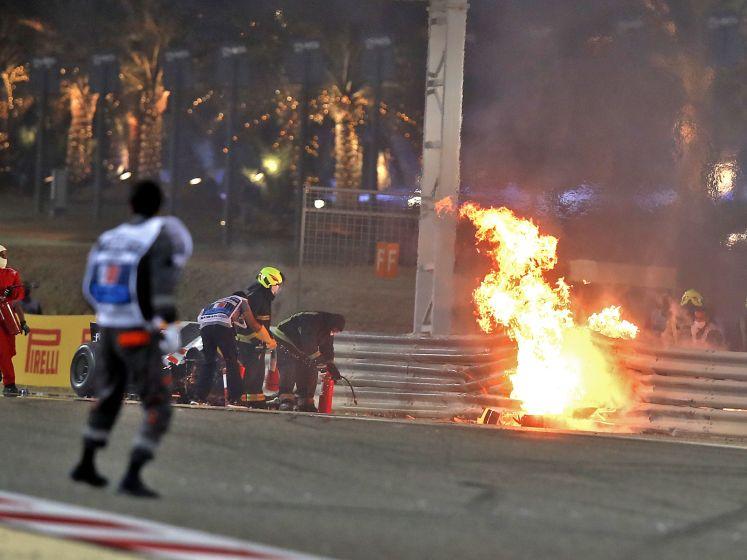 Grosjean stapt levend uit vuurzee na enorme crash in Bahrein