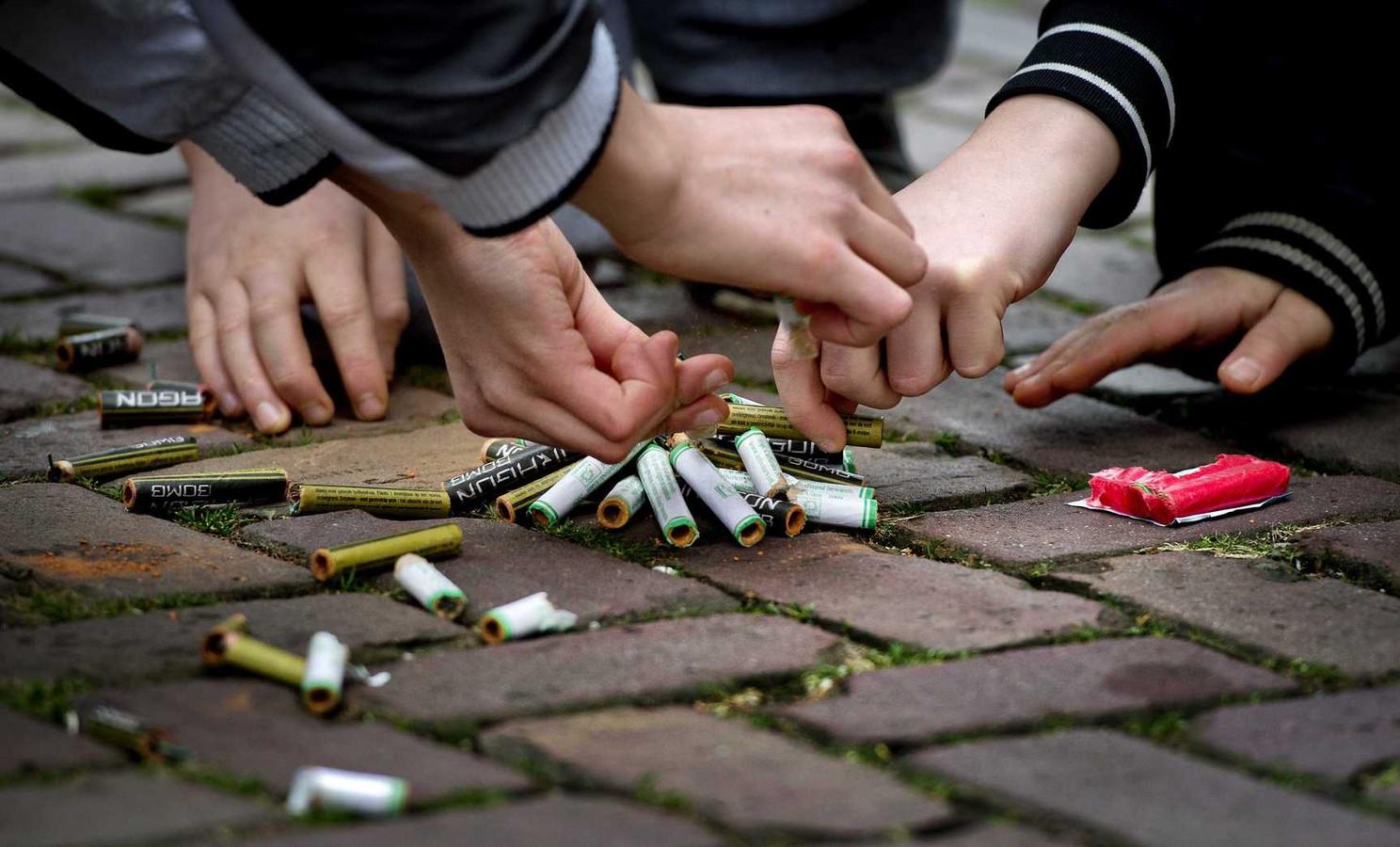 Vuurwerk op straat zorgt te vaak voor gewonden, vinden de Nederlandse arsten.