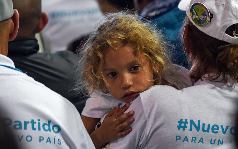 FARC leden met shirts van de #NuevoPartido. Beeld AFP