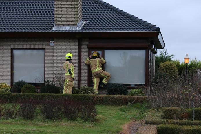 De brandweer vond het drugslab na enig zoekwerk aan de achterzijde van de villa.